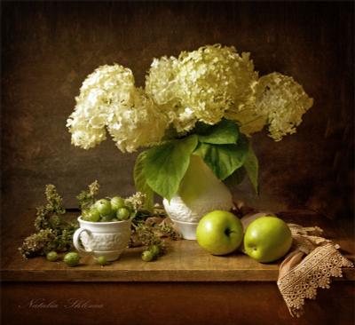 С крыжовником   гортензия , яблоки , цветы , крыжовник