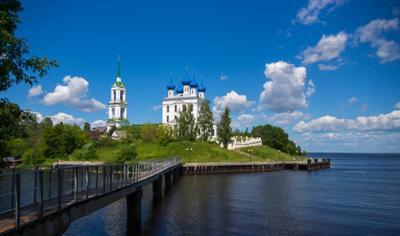 В дали от мирской суеты путешествия церковь храм Катунки Волга мост день лето