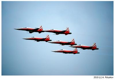 Швейцарцы тоже умеют летать... пилотажная группа