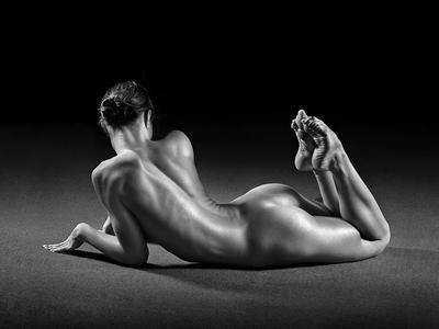 акробатка акробатка гимнастка глянец ню эротика