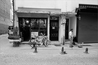 Cема, Василий и кегельбаны Стамбул Кадыкёй антикварная лавка продавцы кегельбаны велосипеды