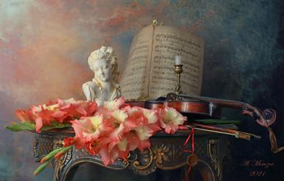 Натюрморт со скрипкой и гладиолусами цветы девушка скульптура гладиолусы скрипка