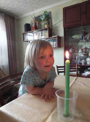 В гостях у бабушки. Свеча