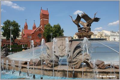 Минск. Площадь Независимости. Фонтан и Красный Костел