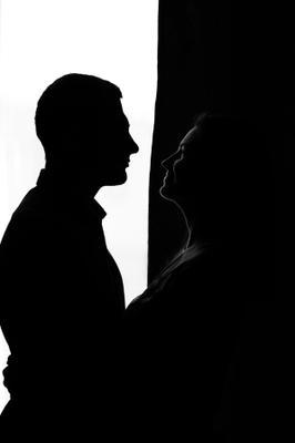 В черно-белых тонах девушка портрет чб