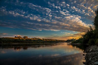 ... закат на реке ...