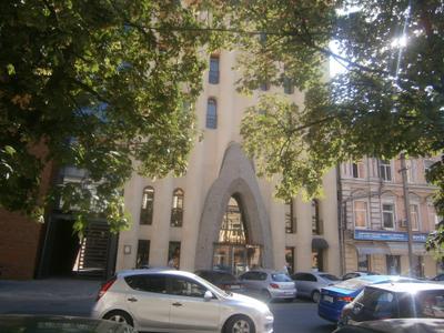 Вход в здание в Днепро (Днепропетровске). На что похоже? Днепро Днепропетровск