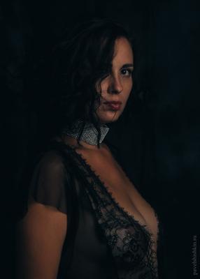 *** пеньюар девушка портрет ню грудь взгляд низкий ключ вырез
