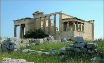 Храм Эрехтейон Греция Афины Акрополь цветы трава весна камни храм Эрехтейон Портик Дочерей