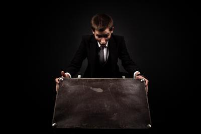 Максим Классика чемодан портрет студия черный темный