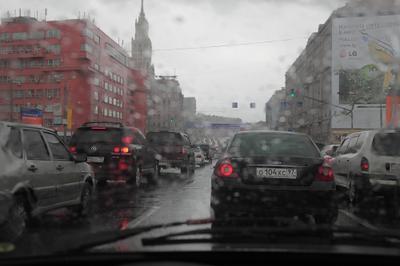 Дождь на Садовом кольце в Москве