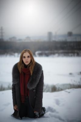Портрет девушка зима река город день