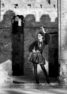 Фламенко барокко девушка романтическое настроение испанка фламенко лучи солнца тень дворец Курисов развалины мода