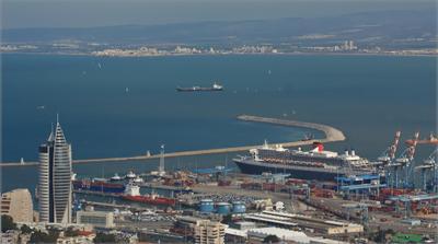 В  нашу гавань вошёл  первый корабль в этом  году ....