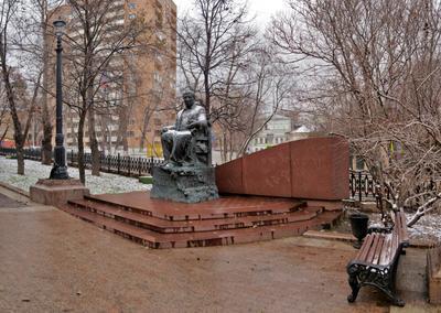 Памятник Расулу Гамзатову в Москве скульптура Москва памятники пейзаж панорама Расул Гамзатов