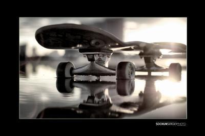 Скейт над водой скейт вода закат