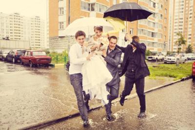 Дождик :) свадьба дождь невеста жених свидетель лимузин