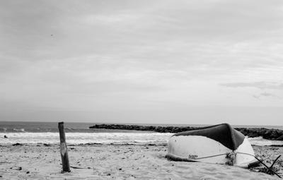 лодка и море Лодка море пляж прибой тишина
