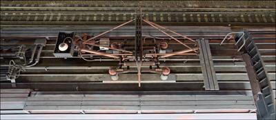 Подумай о превратностях судьбы, всяк туда упавший Ладожский_вокзал станция Дача_Долгорукова электричка крыша токосъёмник пантограф