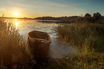 Утро на Дядьковском затоне Рязанская область Рязанский район с Дядьково утро рассвет берег Оки солнце вода лодка