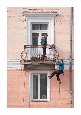 Дешевле подъемника человек страховка скалолаз альпинист ремонт дома ЖКХ балкон