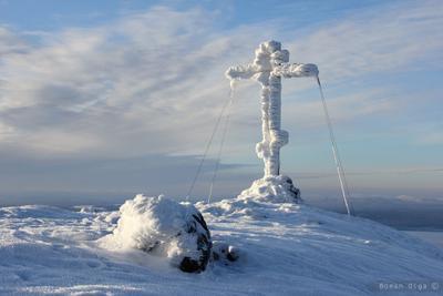 На вершине. зима, холод, гора, небо, сопки, кандалакша, крест, мороз
