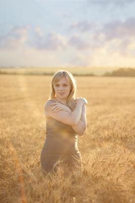 Тёплое поле пшеница поле солнце девушка