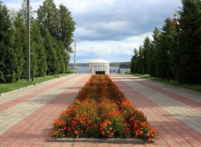 Город Мышкин. Вид в сторону волжской набережной. мышкин мемориал волжская набережная круиз георгий жуков
