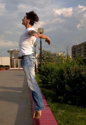Человек, который хотел летать день космонавтики полет танец москва прыжок юрий гагарин статуя