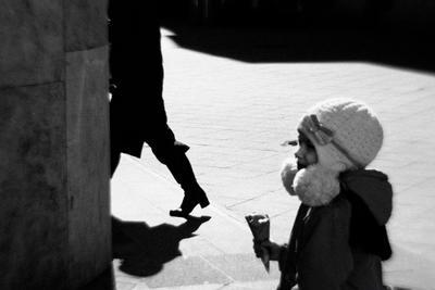 *** девочка мороженое улица весна