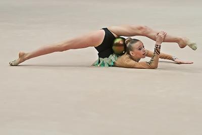 Про растяжку художественная гимнастика упражнение с мячом