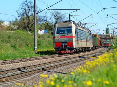 Весенний поезд