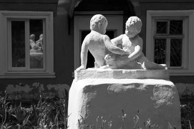 """""""когда был Ленин маленький..."""" Муром скульптура заяц дети отражения"""