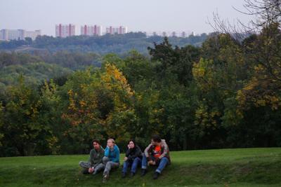 *** коломенское осень люди друзья дымка дома деревья трава