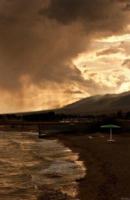 пляж Киргизия, Иссык-Куль, дождь