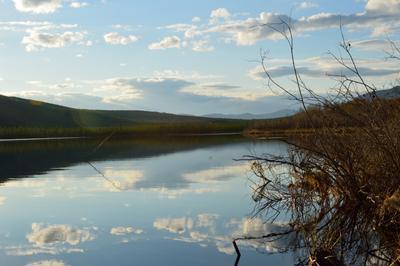 На рыбалке Озеро. На рыбалке.