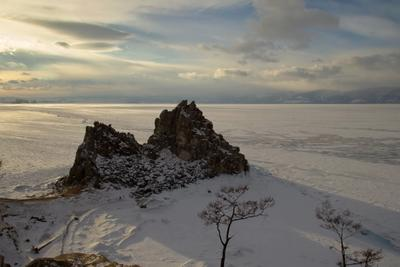 Перед закатом.. байкал ольхон скалы шаманка февраль.