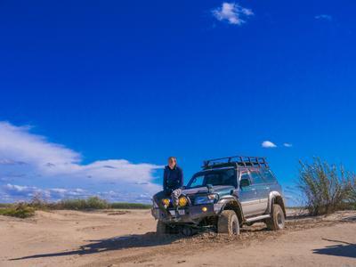 Куда дальше ехать Авто техника Ниссан Сафари Hissan Safari песок пейзаж человек
