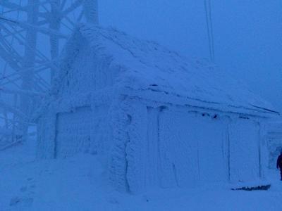 Дом на пути на гору Полюд (Красновишерский район) Урал Красновишерск дом мороз Пермский край кряж гора вечер январь