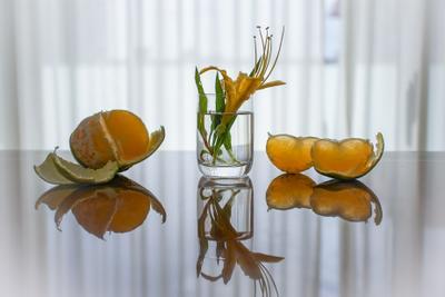 натюрморт с мандаринкой