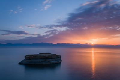 Начало нового дня греция корфу остров скала море рассвет закат