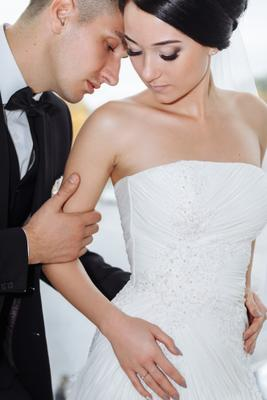 Рядом невеста жених пара свадьба осень wedding