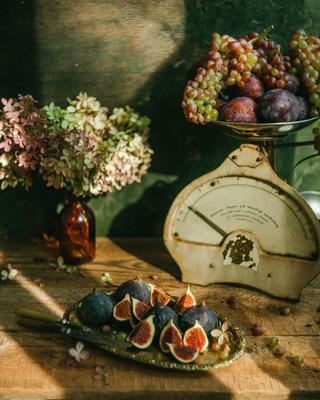 *** натюрморт осень свет инжир виноград