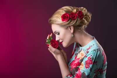 Аромат роз портрет девушка розы