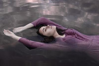 drowning violet