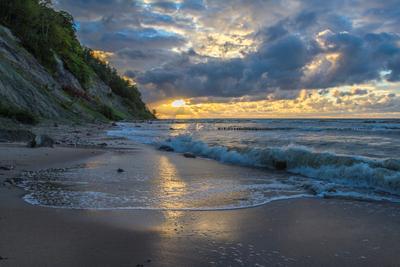 Вечерний пейзаж. Балтийское Море Калининградская область Берег Закат Волны Облака Солнце