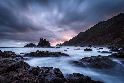 Рождение нового дня Испания Бенихо рассвет океан выдержка скалы горы облака пляж берег