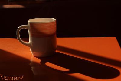 Чашка на столе во время обеда