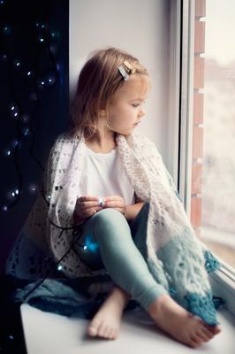 Зимнее настроение девочка шаль зима