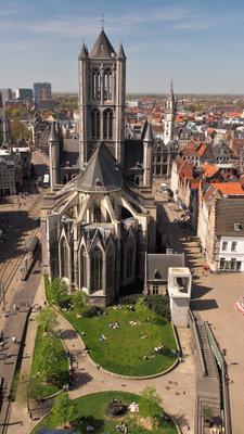 Вид на церковь Святого Николая в Генте с Колокольной башни, что напротив Город путешествие архитектура средние века Святой Николай